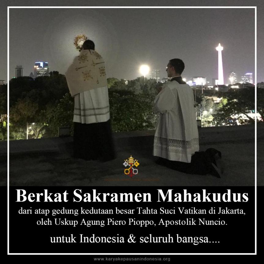 Berkat Sakramen Mahakudus dari Atap KedubesVatikan