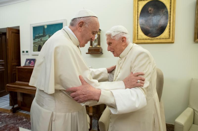 Paus Emeritus Benediktus XVI Berulang Tahunke-93