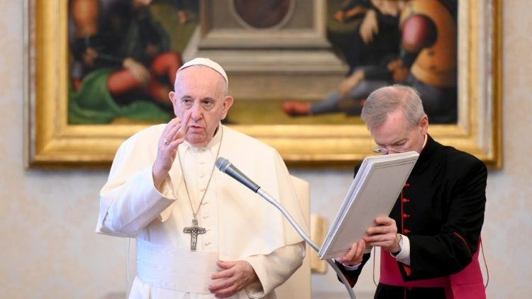 Ragam bahasa sapaan dan doa Paus Fransiskus ketika AudiensiUmum