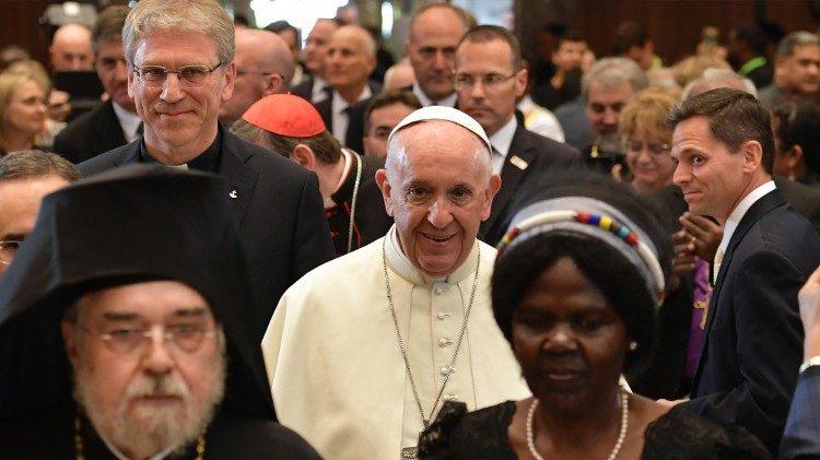 Paus memperbaharui komitmen ekumenis pada peringatan 25 tahun Ut unumsint