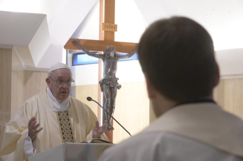 Paus pada Misa: Paus Fransiskus memuji kepahlawananperawat