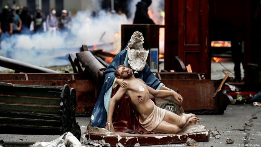 Paus Fransiskus mengundang kita berdoa bagi orang-orang yang teraniaya karenaagamanya