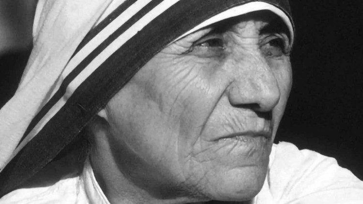 Bunda Teresa: Orang Kudus bagisemua