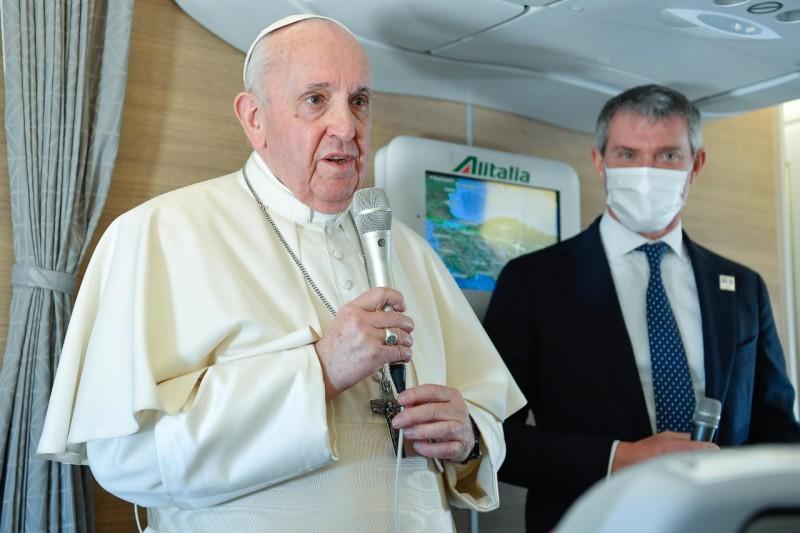 Wawancara Paus Fransiskus pada perjalanan pulang keRoma