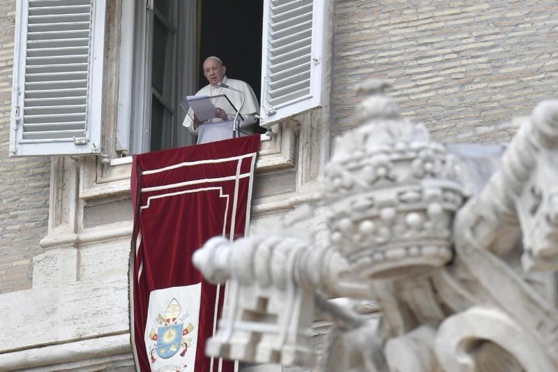 Sapaan Paus Fransiskus pada Doa Ratu Surga –  18 April2021