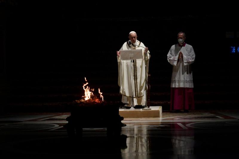 Homili Paus Fransiskus pada Misa Perayaan Malam Paskah – 3 April2021
