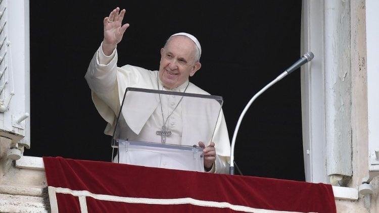 Sapaan Paus Fransiskus pada Doa Ratu Surga – 2 Mei2021