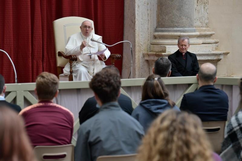 Katekese Paus Fransiskus pada Audiensi Umum – 12 Mei2021