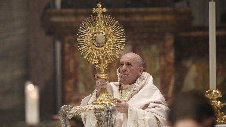 Homili Paus Fransiskus pada Misa Kudus Hari Raya Tubuh dan Darah Kristus – 6 Juni2021