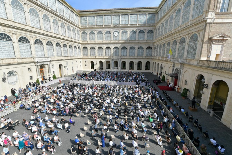 Katekese Paus Fransiskus pada Audiensi Umum – 16 Juni2021