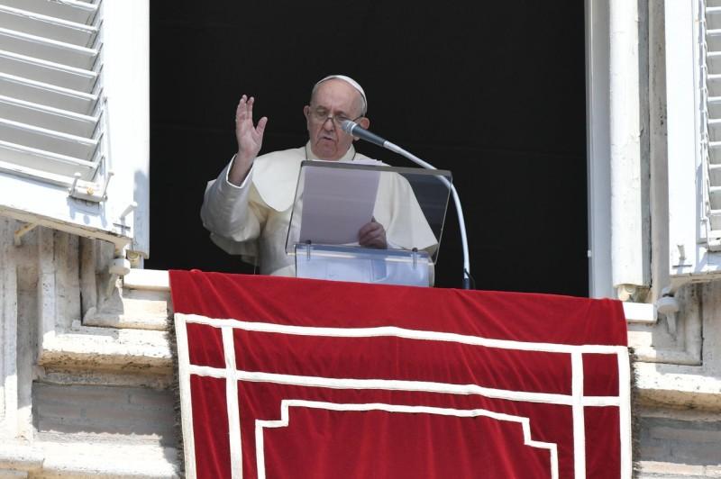 Sapaan Paus Fransiskus pada Doa Malaikat Tuhan – 15 Agustus2021